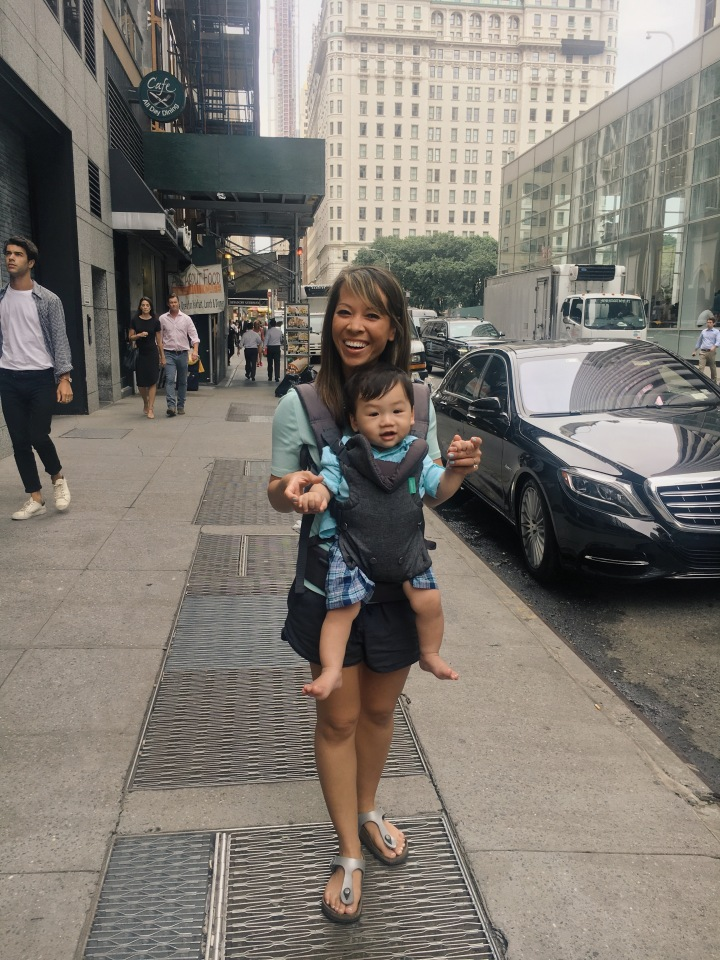 Tips for traveling with a baby and 4 things I would not leave homewithout!